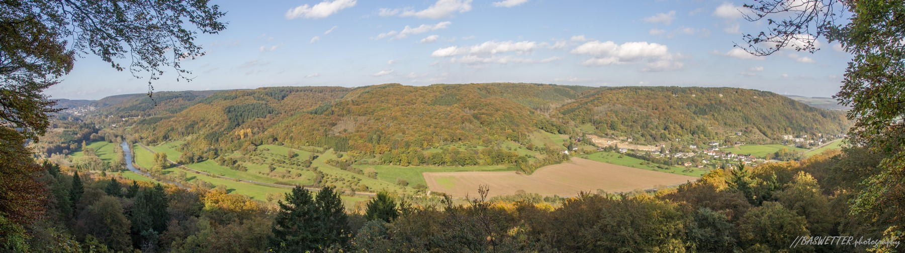 Herfst panorama langs de Mullerthal trail in Luxemburg